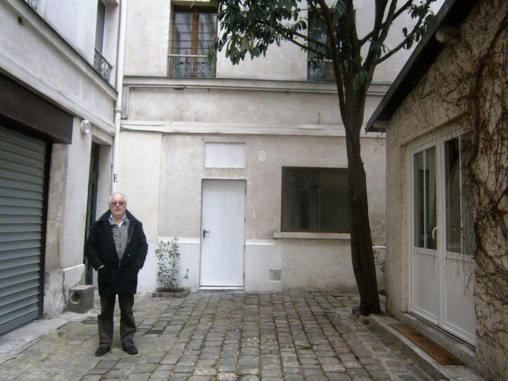 Retour dans la cour du 48 rue Basfroi où Reuben et les siens furent raflés le 5 novembre 1942