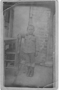 Mon oncle Samy Romano dans la baraca du Vardar